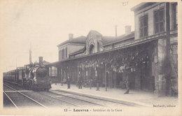 LOUVRES  Intérieur De La Gare    ( Plan Animé Dont TRAIN ) - France