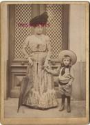 Jolie Photo Cartonnée 12,8 X 17,8cm- Mode -dame Très élégante Et Enfant En Costume Du Dimanche-Mme CHAIGNEAU Mentionnée - Alte (vor 1900)