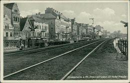 AK Rüdesheim, Rheinstrasse Ab Hotel Traube, Bahnstrecke, Gleise, O Ca. 1930er Jahre, Bfm. Entfernt, Eckknick (15284) - Ruedesheim A. Rh.