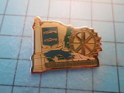 Pin1015c Pin's Pins : Rare Et Belle Qualité VILLES / FONTAINE DE VAUCLUSE ROUE A AUBES BLASON ECUSSON - Villes