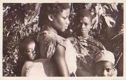 Cameroun        8        YOKO.Une Sympathique Famille Baboulé - Cameroun (1960-...)