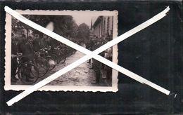 ANCIENNE PHOTO Soldat Régiment  Revue Des Troupes A Vélos ( WW 2)  Lieu A Identifier - Documents
