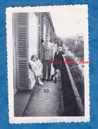 Photo Ancienne - PARIS - Portrait D' Enfant Sur Un Balcon - Boulevard Saint Germain - Garçon Boy Fille Girl - Luoghi