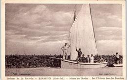 17 - ESNANDES --  Culture Des Moules - Les Pêcheurs Dans Les Bouchots - France