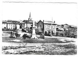 43 Bourg De CEAUX D'ALLEGRE. Monument Aux Morts. Voiture :Traction Avant, Autres Véhicules Sur La Droite - France