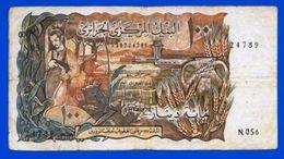 AFRIQUE BANQUE CENTRALE D'ALGERIE CENT DINARS N° 24789 N 056 MON SITE Serbon63 DES MILLIERS D'ARTICLES EN VENTES - Argelia