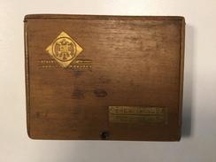 EMPTY CIGARE  BOX    MADE OF  WOOD   PERLA DE KUBA     DRZAVNI MONOPOL   YUGOSLAVIA - Sigarenkokers