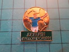 Pin1215a Pin's Pins : Rare Et Belle Qualité SPORTS / FOOTBALL JEAN-PIERRE PAPIN JPP BALLON D'OR 1991 - Football