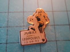 Pin1215a Pin's Pins : Rare Et Belle Qualité SPORTS / FOOTBALL JUBILE DANIEL LEOPOLDES 12 09 1993 - Football