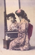 JAPAN - VERY OLD AND RARE COLOUR PICTURE POST CARD - JAPANESE GIRL IN FRONT OF MIRROR - Other