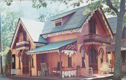 Massachusetts Cape Cod Martha's Vinyard Gingerbread Cottage In Oak Bluffs - Cape Cod