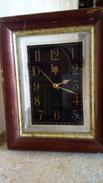 LIP - HORLOGE QUARTZ à Poser - FOND NOIR Cuir Ou Sky -  CADRAN PLASTIQUE - CADRE BOIS & METAL 24cmx19cm - Horloges