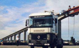 AUTOMOBILE / CAMIONS    /  L 26   /   RENAULT     CPM / CPSM  10 X 15 - Camion, Tir