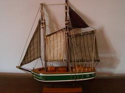 Magniique Maquette De La Goelette Ile D'Oléron En Bois Taillé Dans Le Dur Départ Vente 10.00 Euros - Boats
