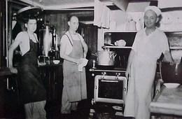 Cpa  Métier CHEF  CUISINE Et CUISINIERS , Marmite , Four , Plats , Cuisinière ,IN A KITCHEN CHIEF COOKERS RESTAURANT - Other
