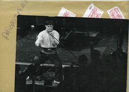 Le Chanteur  JESSE GARON  Récital à L'olympia En 1985 - Personnes Identifiées