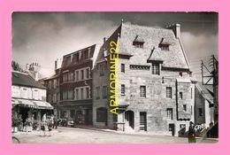 CPSM LESNEVEN  Vieille Maison Place Du General  Le Flo - Lesneven