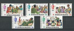 Maldives: 324/ 328 ** - Maldives (1965-...)