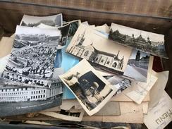 Valise Pleine De Documents Anciens, Surtout Des Cartes Postales - Postkaarten