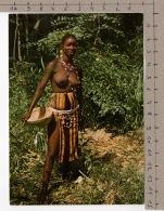 Image D'Afrique - Jeune Fille Dans La Brousse - Personnages