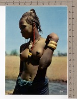 L'Afrique En Couleurs - Belle Africaine / Africa In Pictures - Pretty African Woman - Personnages