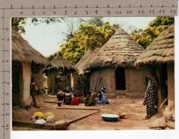 L'Afrique En Couleurs - Village Africain / Africa In Pictures - African Village - Folklore