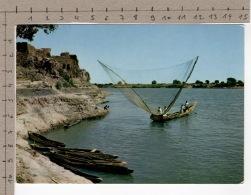 L'Afrique En Couleurs - Pirogue De Pêcheurs / Africa In Pictures - A Canoe Of Fishermen - Folklore