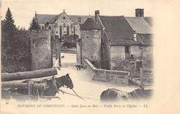 CPA  60 ENVIRONS DE COMPIEGNE SAINT JEAN AU BOIS VIEILLE PORTE ET L EGLISE - France