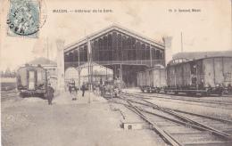 Macon - Intérieur De La Gare (les Cheminots Poussent Un Chassis Portant Leurs Matériels De Chantier) Circ Date Illisible - Macon
