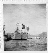 NAVIRE DE GUERRE AU PORT  TOULON?   6,5X6CM - Boats