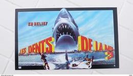 "1983, ANCIEN AUTOCOLLANT ""LES DENTS DE LA MER"" 3D EN RELIEF - Merchandising"