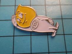 Pin411g Pin's Pins / Rare Et De Belle Qualité ! CARBURANTS / Mr GOUTTE D'HUILE ESSO - Carburants