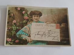 Thème De La Carte Postale - Femme Avec Une Carte Gigantesque - Surréalisme - Montage Photo - Other