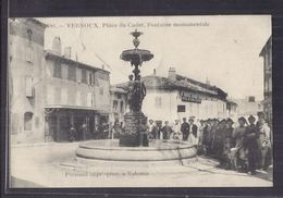 CPA 07 - VERNOUX - Place Du Cadet , Fontaine Monumentale - SUPERBE ANIMATION CENTRE VILLAGE Autour Fontaine - Vernoux