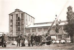 03 ALLIER  :  Commentry Photo De L'usine De L' A.E.C.   Essai Canon à Poudres Dans L'usine Réf AAM - Commentry