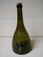 Lot. 832. Ancienne Bouteille De Grande Liqueur Père Blanc - Spiritus