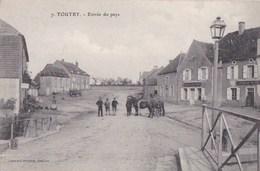 21 TOUTRY  Coin Du Village Animé Devant Le CAFE De La COTE D' OR CHEVAUX à L' Entrée Du PAYS - France