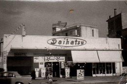 Photo Originale Garage Et Cocession Daihatsu - Station Service BP En Grèce ? Vers 1960/70 - Automobiles