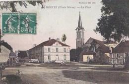52 HORTES  Belle CPA Colorisée PLACE Du VILLAGE  HOTEL Des VOYAGEURS Maison BESSON Clocher De L' EGLISE Timbre 1908 - Francia