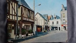 CPM LA GUERCHE DE BRETAGNE 35 LA PLACE ED CIM CAFE DU COMMERCE PU RICARD MARTINI BERGER MOTOBECANE ED CIM - La Guerche-de-Bretagne