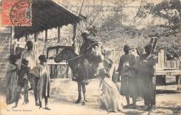 SENEGAL   TIVAOUANE   GRIOT A CHEVAL ANNONCANT UNE VENTE - Sénégal