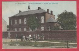Aulnois-Quèvy -Maison Communale - Ecole Des Garçons ... Groupe De Personnes ... Jolie Carte Couleur-1908 ( Voir Verso ) - Quévy
