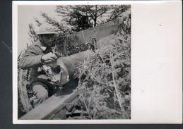 Photo 12 X 18 Cm, Section Cinematographique De L'armee, Reglage Du Tir D'une Piece De 75 - Guerre, Militaire