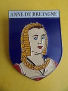No Pins BROCHE Des ROIS Et REINES De France ANNE DE BRETAGNE - Ed. ATLAS - Personajes Célebres