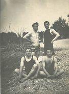 PIE 17-T-6585 : PHOTO GROUPE DE NAGEURS EN MAILLOT DE BAIN. - Sport