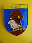 No Pins BROCHE Des ROIS Et REINES De France  LOUIS XI - Ed. ATLAS - Personajes Célebres