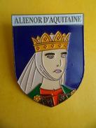 No Pins BROCHE Des ROIS Et REINES De France  ALIENOR D AQUITAINE - Ed. ATLAS - Personajes Célebres