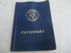 Passeport Ancien  à 32 Pages/République Française / Préfecture De Police/Dorient Madeleine / 1964       AEC74 - Unclassified