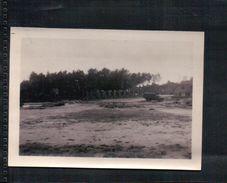 ANCIENNE PHOTO MILITAIRE Camion Sur Un Terrain Vague Lieu à Identifier ( BELGIQUE )  ( WW 2) - Documents