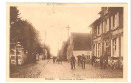 Hansbeke - Gemeentehuis En Dorpzicht - Geanimeerd - Sepia - Agenten / Fietsers / Trekkar - 1937 - Nevele